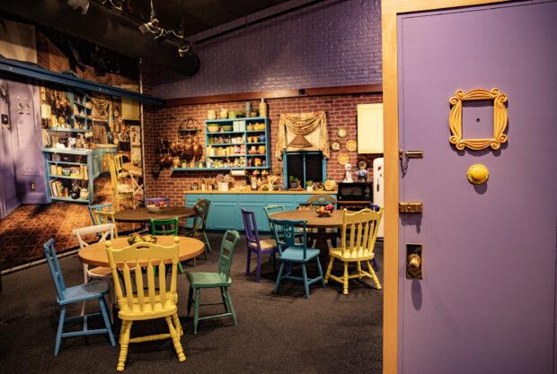 Warner Bros. Studio Tour - Monica's Kitchen