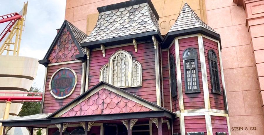 Halloween Horror Nights Tribute Store outdoor facade.