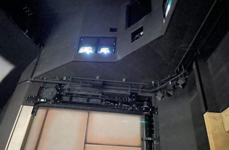 Remy's Ratatouille Adventure features 3D projection elements.