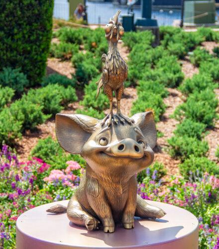 Hei Hei and Pua Disney golden statues