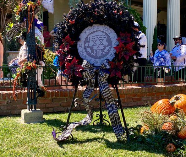 memento merry wreath