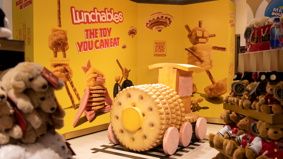 Lunchables Lunchabuilds displays