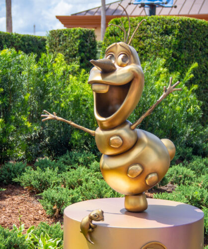 Olaf and Bruni Disney fab 50 golden statues