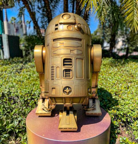 R2-D2 fab 50 golden statue