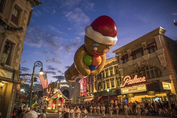 holiday parade featuring macy's